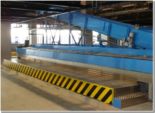 Sloped Carousel for baggage sorting system