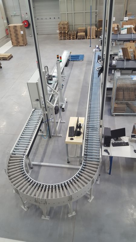 Packaging line with taping machine