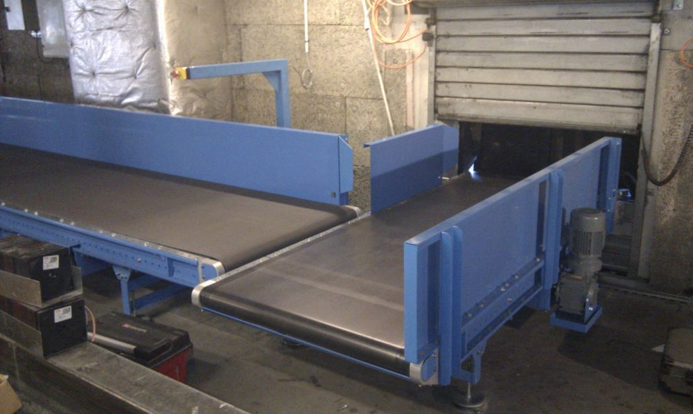 Belt conveyor at baggage arrivals