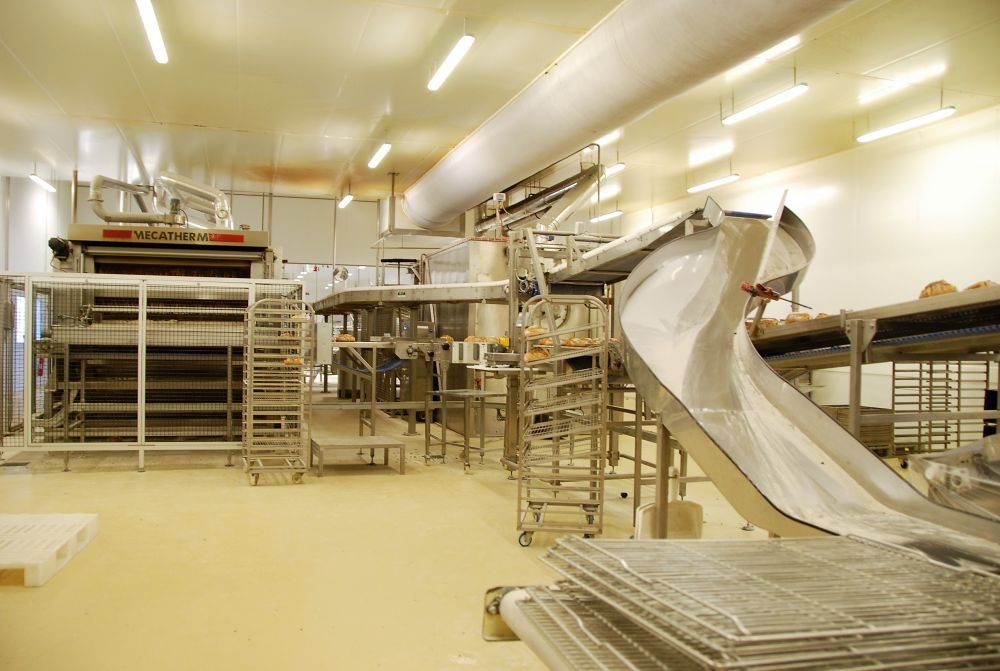 Comprehensive conveying and packaging process for bread and pastries