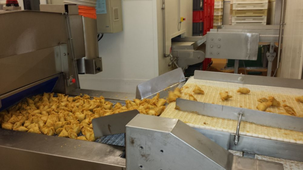 Product transfer from deep fryer to deep feezer