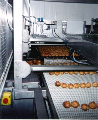 Cooling process for baked products